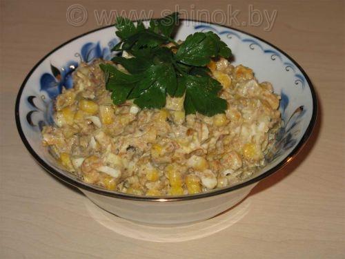 Салаты со шпротами и кукурузой